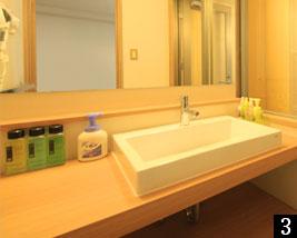 バリアフリー対応の温泉半露天風呂付き和洋室