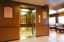 『ロワイヤルⅡ』『ビクトリー』は1階〜3階までエレベーター