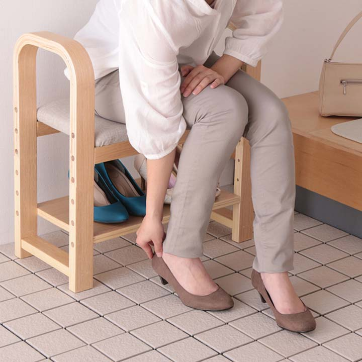 高齢者の外出を手助け 安全にする『玄関椅子』